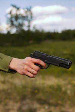 pistol robber